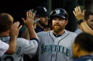 washington nationals reportedly sign adam lind to one-year deal