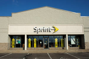 Carriers compete: Sprint launches unlimited deal in response to Verizon, AT&T