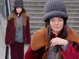 kendall jenner wears giant hat at marc jacobs nyfw show