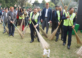 Dr. Jitendra Singh administers Swachhta pledge on the occasion of 'Swachhta Pakhwada'