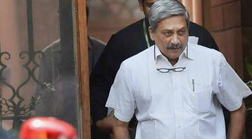 EC warns Manohar Parrikar for his remarks; asked him to be careful in future