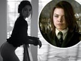 harry potter's scarlett byrne shows off perky posterior