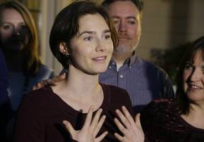 amanda knox reveals how fellow inmate attempted to seduce her in prison