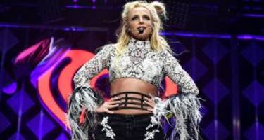 Solo Lip-Sync Battle!! Britney Spears Pouting and Grooving to Rap Music Like Nobody's Business