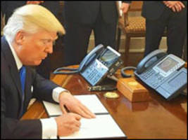 Trump Clings to Personal Phone Despite Security Risks