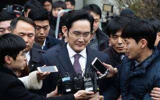 samsung boss arrested as police fire up corruption probe