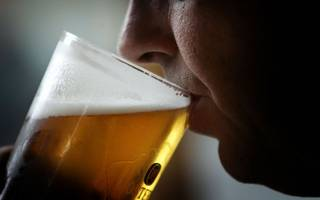 the lloyd's booze ban won't work:  as a recovering alcoholic, i should know