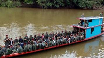 Colombia families flee illegal gangs as Farc leaves