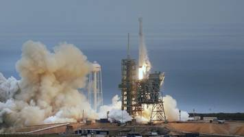 SpaceX launches supply rocket to International Space Station
