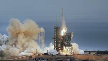 spacex successfully launches rocket after saturday setback