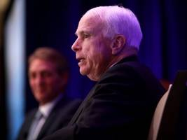 mccain defends free press, says 'that's how dictators get started'
