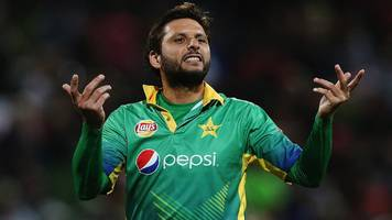 Shahid Afridi: Pakistan all-rounder quits international cricket