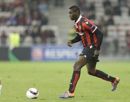 Mario Balotelli sent off in Nice victory