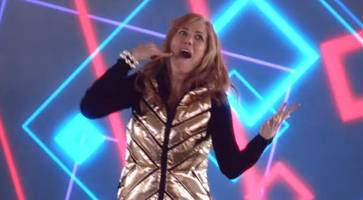 kristen wiig is dancing in new 'the last man on earth' midseason premiere promo