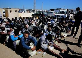Hundreds of African refugees cross fenced border into Spain