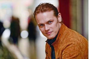 outlander star sam heughan takes to twitter to voice support for indyref2