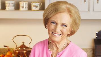 mary berry 'stands by' paul hollywood after bake off move
