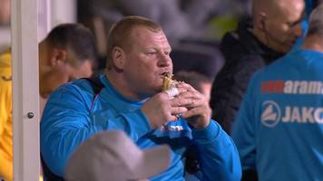 Pie-eating Sutton keeper Wayne Shaw resigns