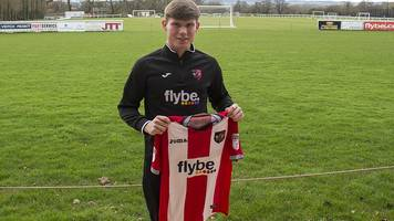 Ryan Swan: Exeter City sign University College Dublin striker after trial