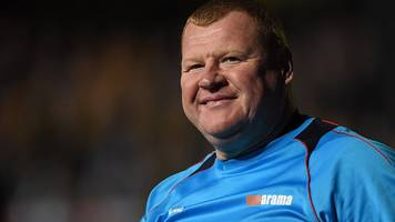 FA Cup: Wayne Shaw's pie resignation 'a nightmare' says Sutton boss Paul Doswell