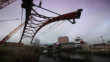 ordsall chord: manchester rail link bridge lifted into place