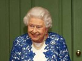 The Queen looks glamorous at Buckingham Palace party