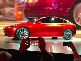 Tesla's Model 3 and new solar roof are on track to arrive this year (TSLA)
