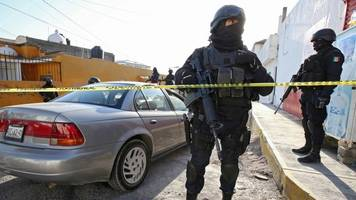 mexico: murders up by a third following guzman's extradition
