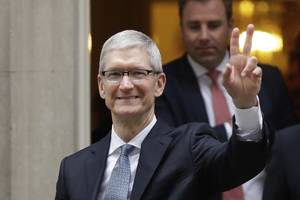 'apple has samsung on the ropes like never before,' says wall street analyst (aapl)