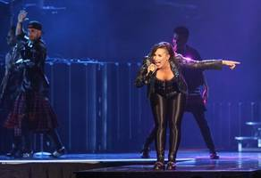 demi lovato worries about fighter boyfriend before every mma clash