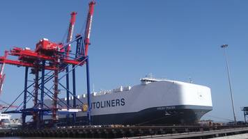 apm terminals pipavav welcomes one of the largest roro [roll in roll out] carrier