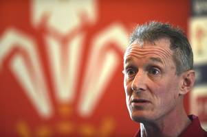 rob howley defends substitutions policy and criticises replacements after england changes backfired