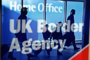 net migration to the uk down by 49,000