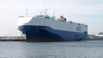 fire breaks out on us car carrier ship honour