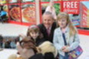 peter levy selfie tour comes to bransholme's north point shopping...