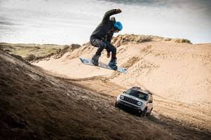 Jeep Renegade Desert Hawk - and a man hanging on a rope behind it