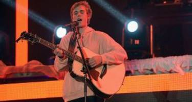 justin bieber wets his pants: welcome to the new cool!