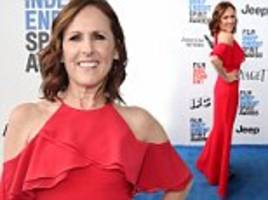 Molly Shannon in crimson gown at Independent Spirit Awards