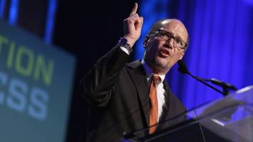 democrats vote for tom perez to make their party great again