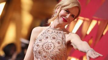 what's up with kidman's hands?