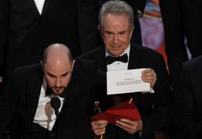 'It's All Rigged!': Twitter Explodes With Election Jokes After La La Land/Moonlight Oscars Mix-Up