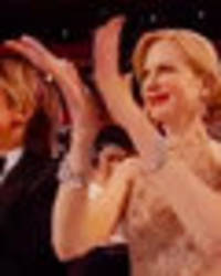 Why can't Nicole Kidman clap? Twitter meltdown as actress' hands overshadow Oscars mishap