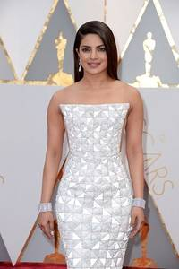 Platinum Jewelry Sparkles at the 89th Annual Academy Awards