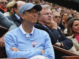 bill gates explains how he stays incognito in public: 'i sometimes wear a hat' (msft)