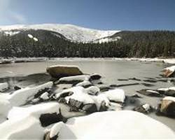 slower snowmelt in a warming world
