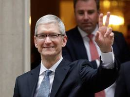 warren buffett's reason for investing in apple should be music to tim cook's ears (aapl, brk)
