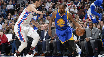 Watch: Kevin Durant suffers hyperextended left knee, exits game