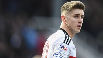 fulham's cairney denies leeds in injury time