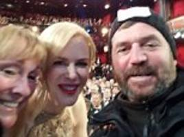 selfies taken by british couple who gatecrashed the oscars