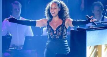 """alicia keys wiki: net worth, family, and 4 facts to know about the """"voice"""" judge"""